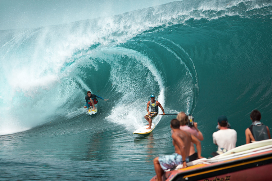 Teahupoo, surf is up